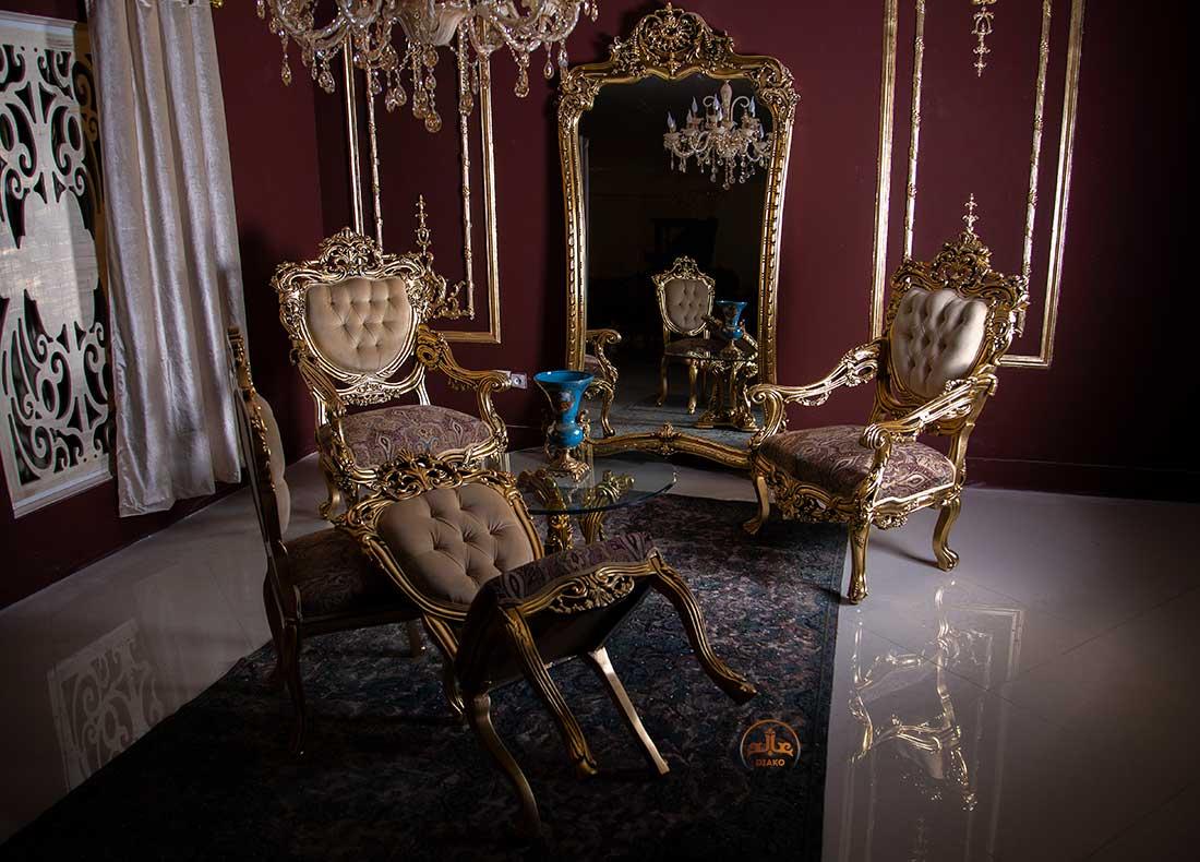 صندلی و آینه طلایی مصری