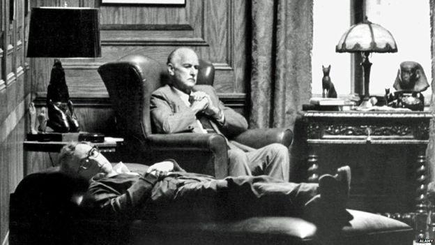 تصویر مبل چستر در فیلم آنی هال وودی آلن